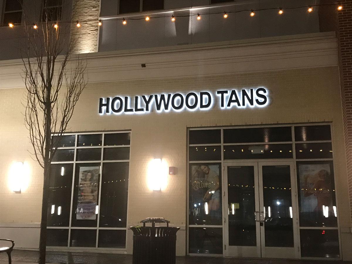 Hollywood Tans at night